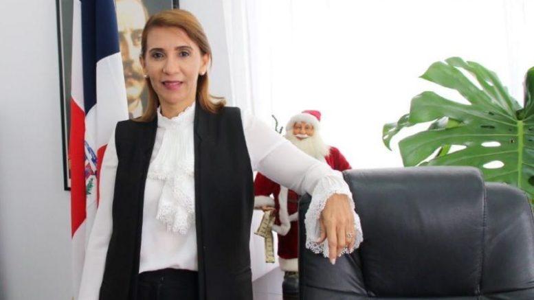 La gobernadora de la provincia de Puerto Plata, Claritza Rochtte de Senior, presenta los primeros cien días de su gestión, en un acto celebrado en la Gobernación Civil.
