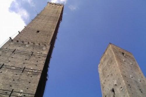 cele-doua-turnuri-din-bologna-300x200