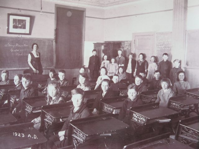 Stony Mountain Classroom, Dad is standing against the blackboard, 2nd on the right.