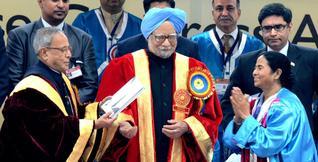 President Pranab Mukherjee, Prime Minister Manmohan Singh and West Bengal Chief Minister Mamata Banerjee at the inaugural ceremony of the 100th Indian Science Congress in Kolkata on Thursday. — Photo: Sushanta Patronobish (THE HINDU)