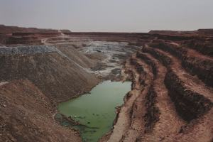 The Tamgak open air uranium mine is seen at Areva's Somair uranium mining facility in Arlit, September 25, 2013. Picture taken September 25, 2013.   To match Special Report NIGER-AREVA/       REUTERS/Joe Penney (NIGER - Tags: BUSINESS COMMODITIES ENERGY ENVIRONMENT) - RTX188H7