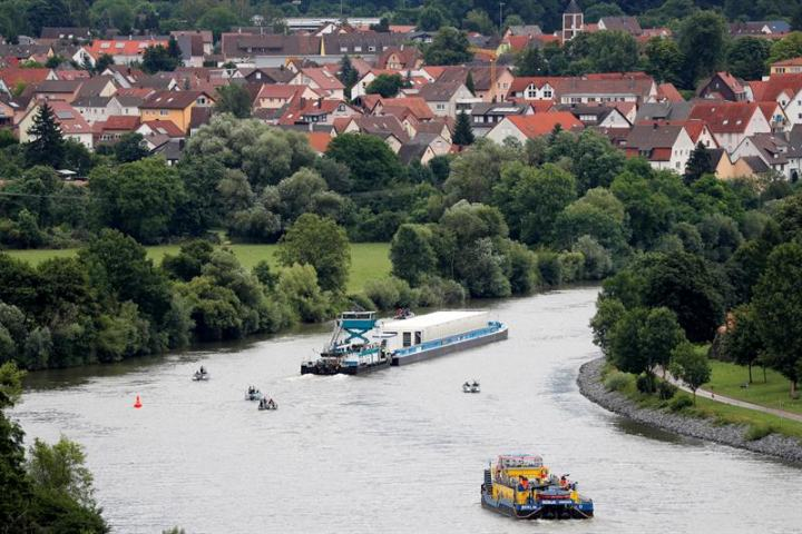 Strong anti-nuke protests in Germany, against first-ever radioactive waste transport through river