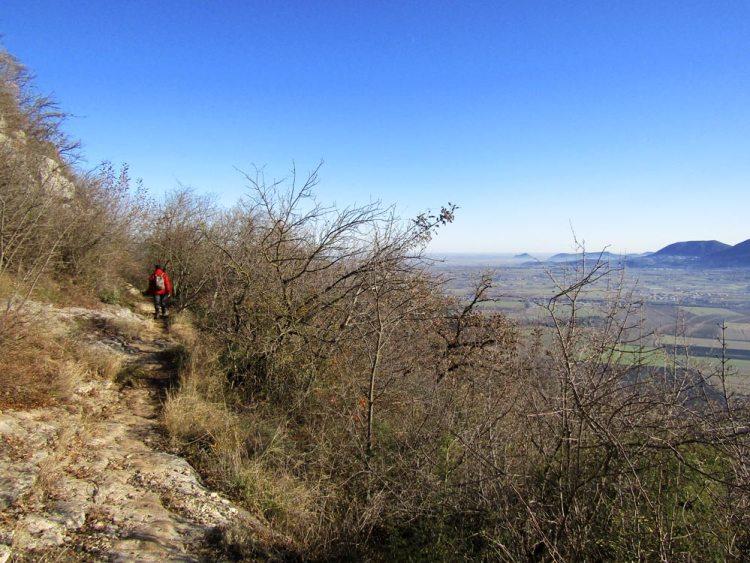 sentiero san bernardino, vista sui colli euganei