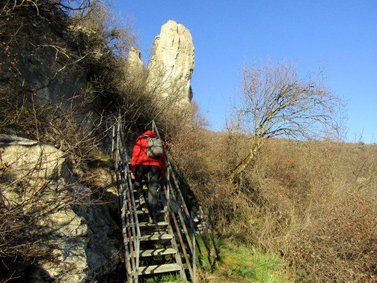 sentiero di san bernardino che porta all'eremo