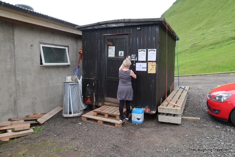[img] Faroe Islands food kiosk
