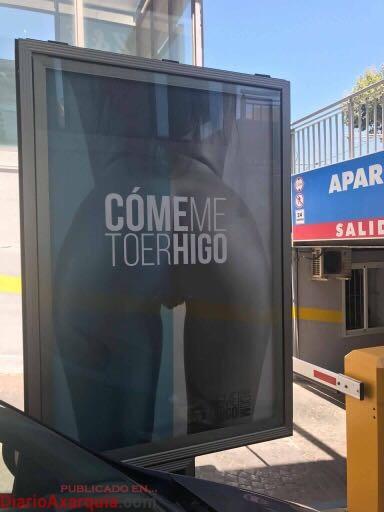 Imagen de la campaña 'CómemeToerHigo', en el aparcamiento Las Yucas de Torre del Mar. Ya ha sido retirada.