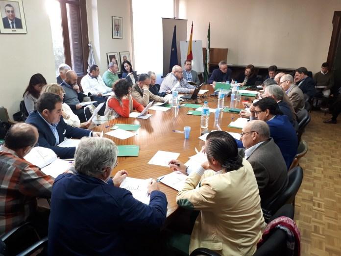 Junta y usuarios consensúan medidas que garantizan el abastecimiento a la población