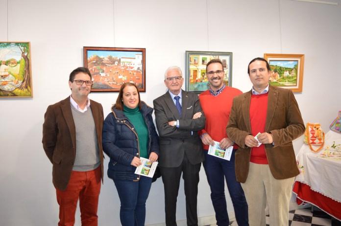Integrantes de la Asociación Doña Carmen junto al concejal de Cultura, Antonio José Martín, y los ediles Pedro fernández y Encarnación Anaya, entre otros.