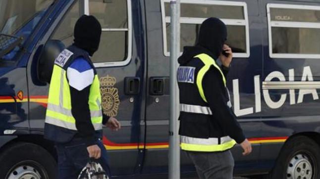 """El detenido, un hombre de 19 años, de origen marroquí y nacionalizado español, se encontraba inmerso en un proceso de radicalización que le convertía en una importante amenaza por su compromiso de transformarse en """"instrumento"""" de la yihad violenta."""