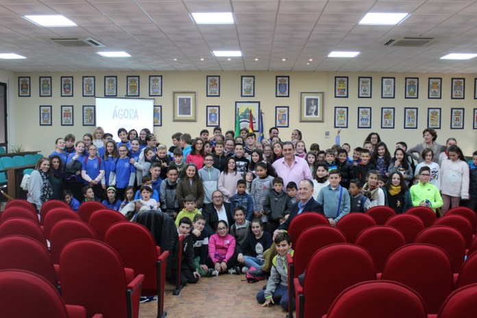 Estudiantes de la Axarquía enseñan a otros compañeros la importancia de la participación ciudadana gracias a un proyecto de la Mancomunidad Axarquía Costa del Sol