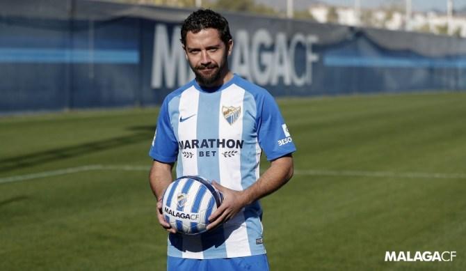 El chileno, que se prepara en estos días al margen del grupo, se sincera en el vestuario blanquiazul mostrando su deseo de volver a triunfar en Málaga.