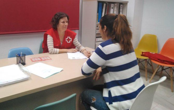 Cruz Roja atendió en Málaga a 1.700 personas solicitantes de asilo y refugio en 2017