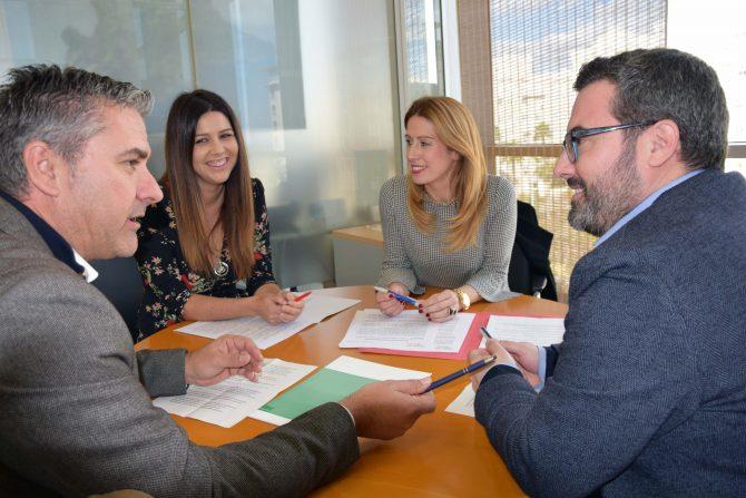 Los diputados provinciales del PSOE Antonia García, Manuel Chicón, Antonio Yuste e Irene Díaz han denunciado hoy que el equipo de gobierno del PP en la Diputación de Málaga ha rechazado la creación de una red comarcal de centros de alzheimer y residencias de mayores en la provincia.