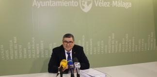 """El alcalde de Vélez-Málaga, Antonio Moreno Ferrer, explicó que el actual equipo de Gobierno actúa según las recomendaciones de la Junta y de la Cámara de Cuentas, y respondió a las acusaciones de Delgado Bonilla, las cuales considera """"faltas de verdad y rigurosidad, y en contra de los intereses de los ciudadanos""""."""