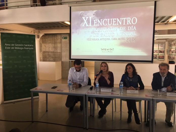 La delegada de Salud ha inaugurado la jornada, en la que usuarios y profesionales de Vélez-Málaga, Antequera, Cabra y Motril se han dado cita en Torre del Mar para compartir experiencias favoreciendo la integración.