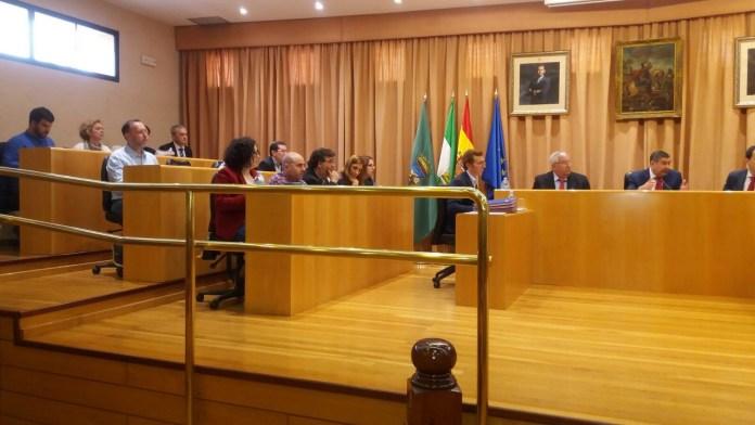 El Pleno de Vélez aprueba modificar ordenanzas, dar el nombre de una plaza a Garrido Moraga y un colegio para Torre del Mar