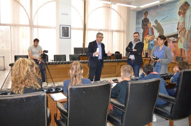 Alumnos del CEIP La Candelaria mantienen un encuentro con el alcalde de Rincón de la Victoria