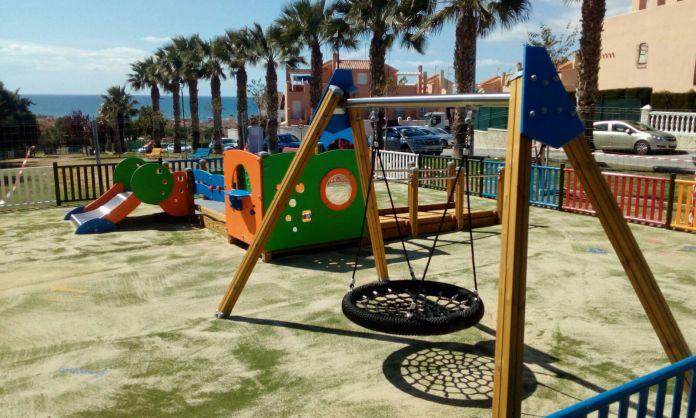 Servicios Operativos instalará nuevas áreas infantiles en la franja litoral de Rincón de la Victoria