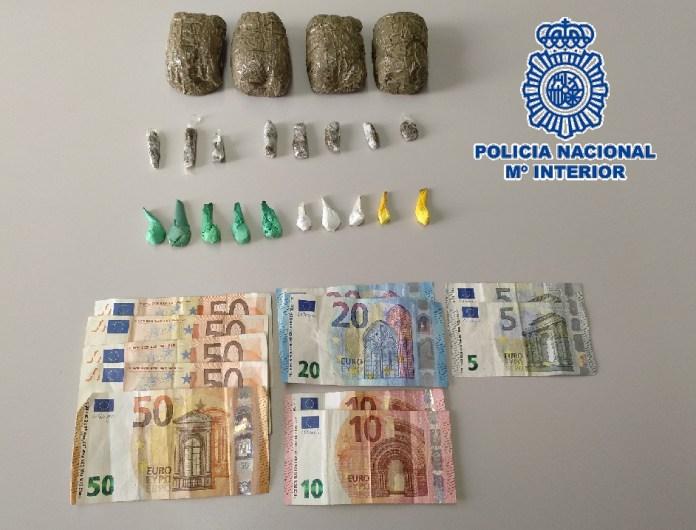 La Policía Nacional detiene in fraganti a un hombre cuando vendía droga a un menor en una zona de ocio