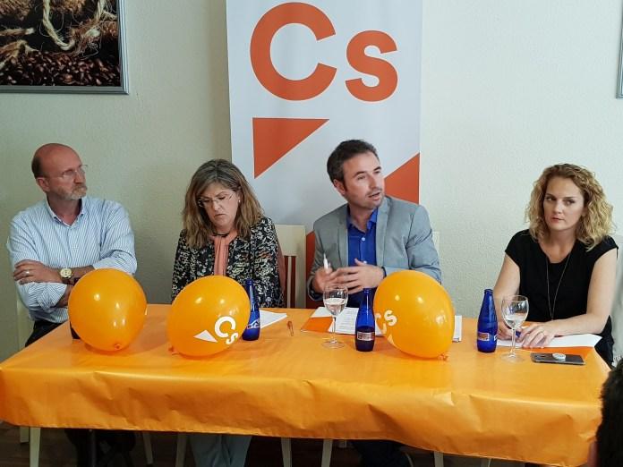 El diputado de Ciudadanos en el Congreso destaca en Vélez la apuesta naranja en los presupuestos por la bajada de impuestos, las medidas sociales y la recuperación de la clase media trabajadora.