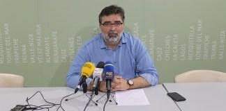 El concejal de Hacienda del Ayuntamiento de Vélez-Málaga, Juan Carlos Márquez, comparecía hoy en rueda de prensa para explicar a la ciudadanía la importancia y las funciones que cumple un presupuesto para el municipio, en vistas de la aprobación de los presupuestos para 2018.