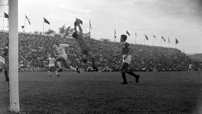 Muere Vicente 'Pahuet', autor del primer gol europeo de la historia del Sevilla y delantero del CD Málaga
