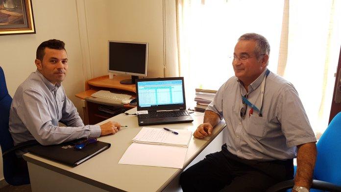 Nueva reunión sobre la Relaciones de Puestos de Trabajo (RPT), entre el concejal de Personal del Ayuntamiento de Nerja, y Rafael Acevedo, técnico de Recursos Humanos de la Diputación Provincial de Málaga.