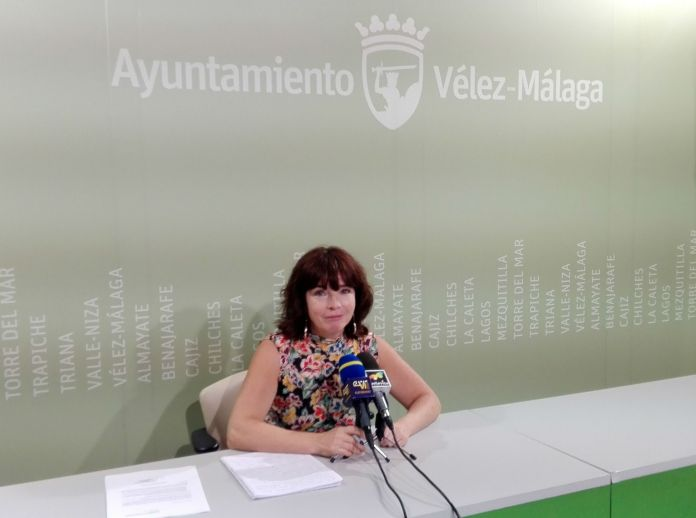 La concejala de Empresa y Empleo, María José Roberto, presentó el programa FIVES, que plantea 15 itinerarios formativos para beneficiar a 225 desempleados del municipio.