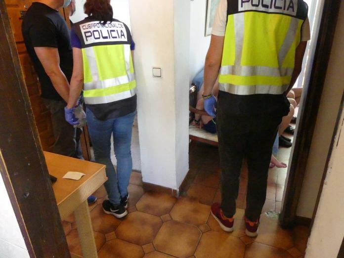 La Policía Nacional desmantela un punto de venta de droga donde adquirieron cannabis unos jóvenes intoxicados con un brownie