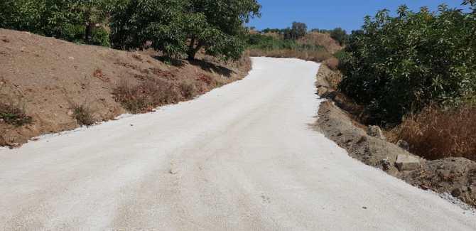 El Ayuntamiento de Vélez-Málaga concluye los trabajos de mejora en diferentes caminos rurales