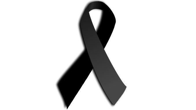 Crespón negro en las banderas de Vélez-Màlaga por la ùltima fallecida de violencia de género