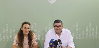 El alcalde de Vélez-Málaga, Antonio Moreno Ferrer, y la hermana mayor de la Cofradía 'Estudiantes', Chiqui Muñoz, han informado de que el 7 de septiembre se entregará el galardón, dotado con 1.500 euros, que reconoce los méritos académicos de alumnos y alumnas del municipio.
