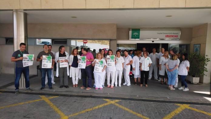 Concentración en el Hospital Comarcal de la Axarquía bajo el lema 'Nada Justifica una agresión'.