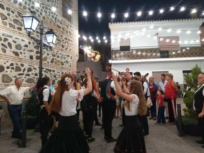 El alcalde de El Borge, Salvador Fernández, ha destacado la importancia de promocionar las tradiciones de la comarca de la Axarquía a través de eventos de este tipo tan arraigados ya en la localidad.