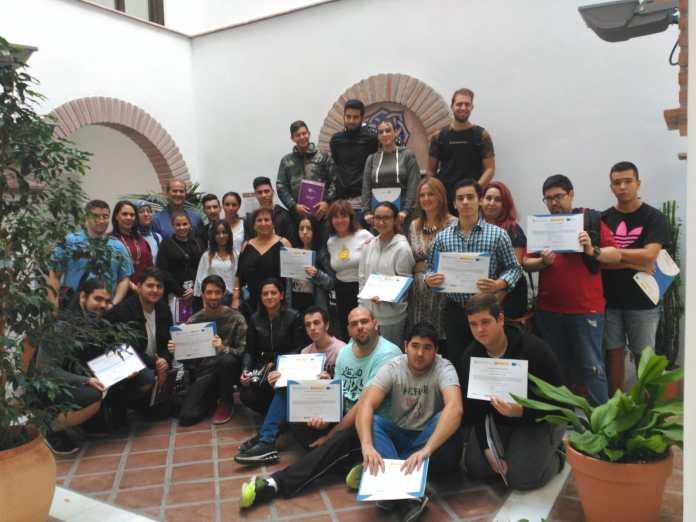 La concejala de Empresa y Empleo, María José Roberto, hizo entrega esta mañana de los diplomas acreditativos de este proyecto formativo para la inserción laboral en el que han participado 90 jóvenes menores de 30 años.