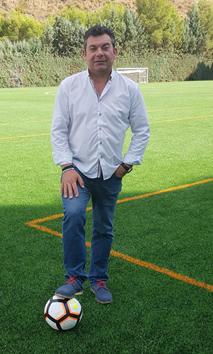 El alcalde de El Borge, Salvador Fernández Marín, apoyando al equipo.