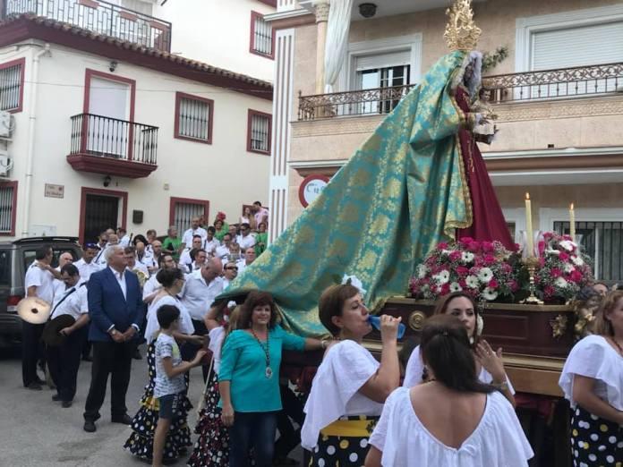 La procesión está enmarcada dentro de las fiestas en honor a la Sagrada Titular en la que se han volcado los vecinos y la Tenencia de Alcaldía de Cajiz.