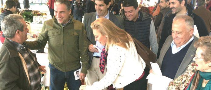 Elías Bendodo, ha visitado hoy el mercado de quesos malagueños que se celebra en el Mercado Agroalimentario del Guadalhorce 'Sabor a Málaga', en Coín.