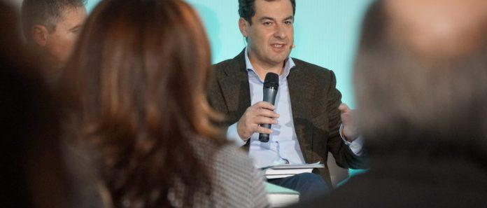 """El candidato del PP a las elecciones andaluzas y número uno de la lista por Málaga,Juanma Moreno, ha destacado su empeño por """"despolitizar la sanidad pública andaluza""""."""