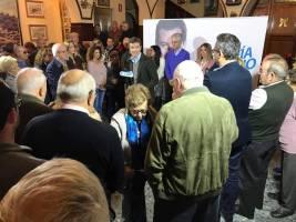 El presidente del PP, Pablo Casado, ha estado esta mañana de jueves de campaña electoral en Vélez-Málaga. En un acto celebrado en la Sociedad Recreativa La Peña,