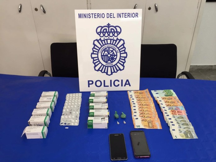 La Policía Nacional detiene en Málaga a cuatro personas dedicadas a la venta de cocaína y heroína y desarticula un punto de venta