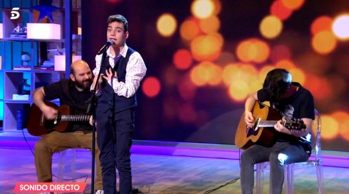 El joven ha logrado emocionar al publico y a la propia presentadora, Emma Garcia.