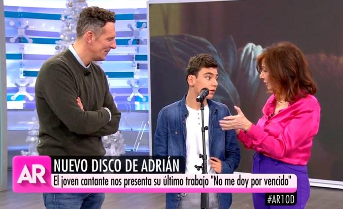 Adrián Martín canta 'No me doy por vencido' en el plató de Ana Rosa