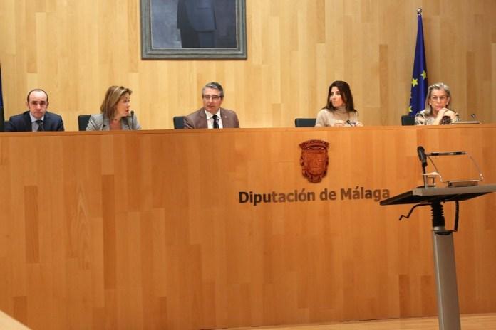 La Diputación de Málaga aprueba la entrada en vigor de los primeros presupuestos de la deuda cero