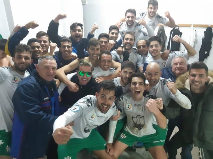 El Vélez C.F. recupera el sitio tras ganar en Torremolinos (1-2)