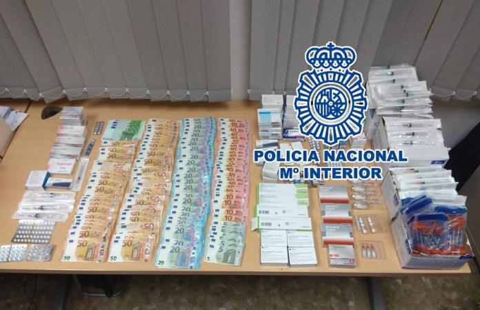 El investigado -hombre de 29 años y nacionalidad española- se estaría dedicando a la venta y distribución de forma ilegal de estas sustancias.