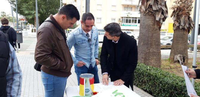 Mesa informativa de VOX-Vélez-Málaga