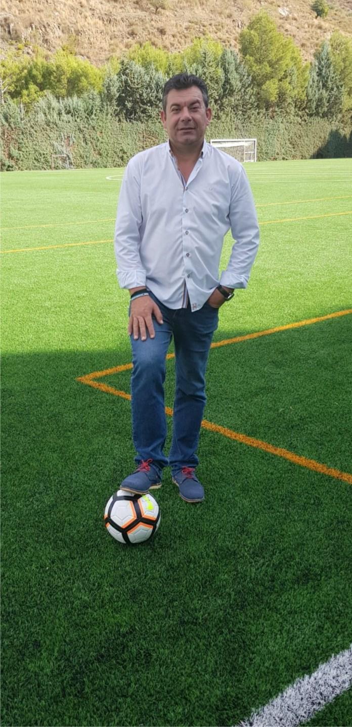 El campo de fútbol de El Borge se llamará 'Estadio Municipal Salvador Fernández Marín'
