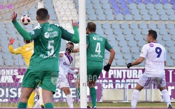 El Vélez C.F. cae en su visita al líder de Tercera (2-1)
