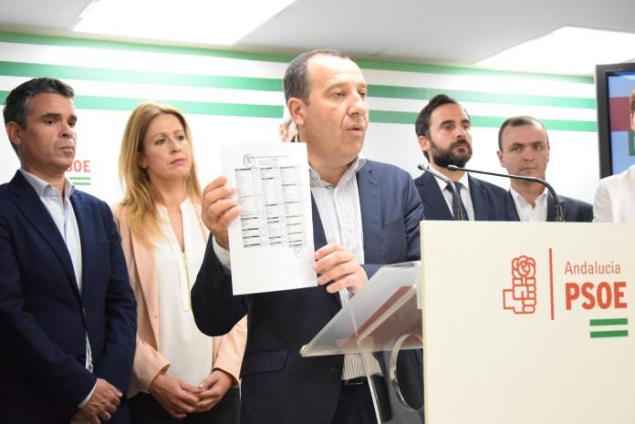 """El PSOE denuncia que el consejero de Salud se desentienda de las declaraciones de su delegado en Málaga que habló de """"trama"""" en la sanidad pública"""